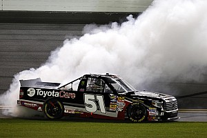 NASCAR Truck Race report Kyle Busch nips Timothy Peters for Truck Series win at Daytona