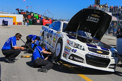 Jimmie Johnson gains speed after wrecking two cars at Daytona