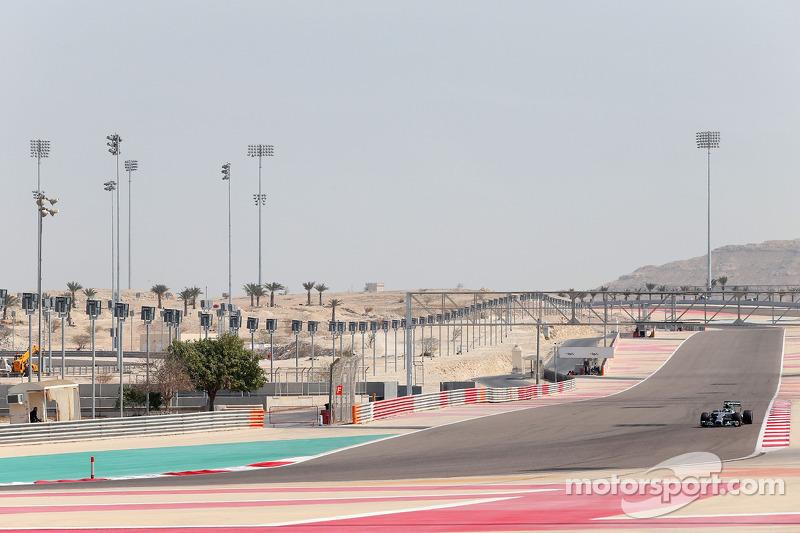 Mercedes begins the third and final pre-season test at the Bahrain