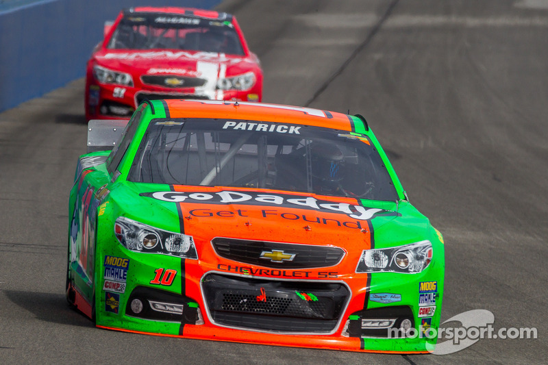 Danica Patrick heads to Martinsville for more points