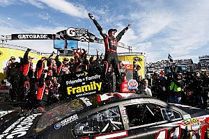 NASCAR Cup Race report Kurt Busch steals the win in Martinsville