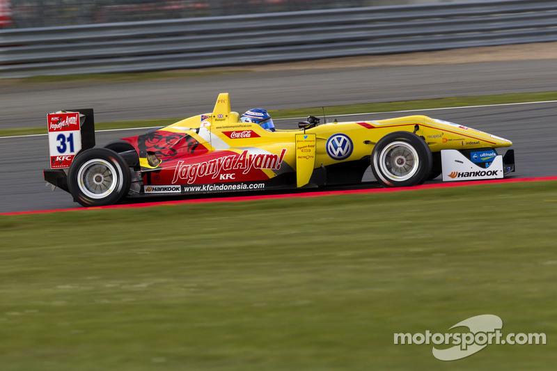 Tom Blomqvist wins home race at Silverstone