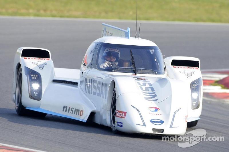 Nissan ZEOD RC crash test – slow motion video