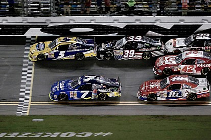 Kahne's able with come-from-behind win at Daytona