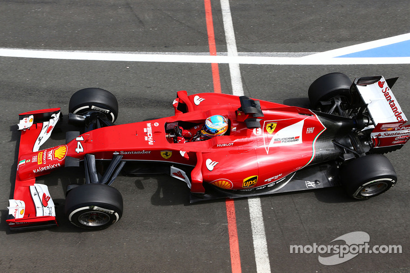 Raikkonen's lucky escape, Alonso puts on a show at Silverstone