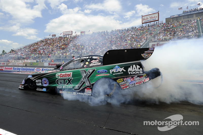 John Force muscles his way to 140th NHRA career win