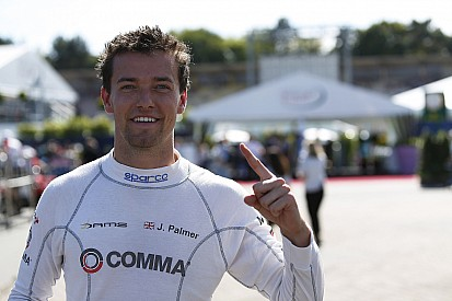 Jolyon Palmer scorches to Hockenheim pole