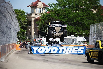 Creed edges out Gordon in Stadium Super trucks; Paul Tracy fourth