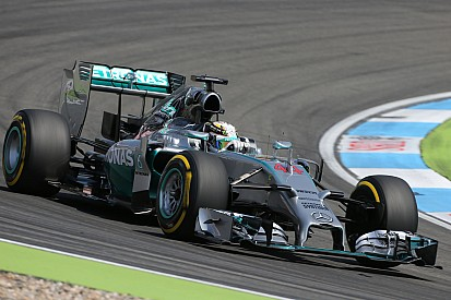 Hamilton outpaces Rosberg at the Hungaroring
