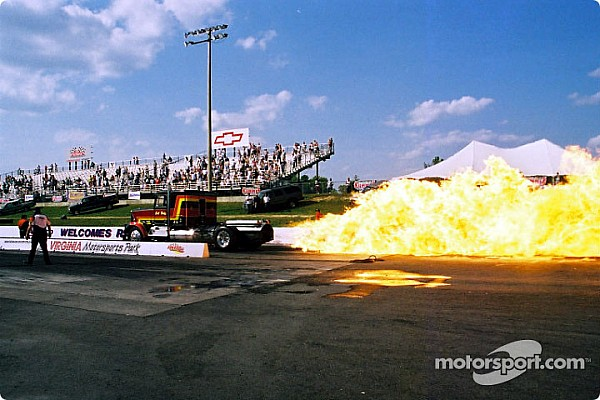 Drag Flames, famous drivers star in 'Night Under Fire' at Summit