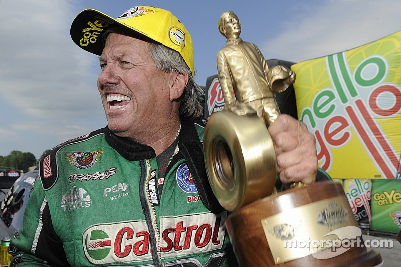 John, Courtney Force battle for top Funny Car qualifying spot in Seattle