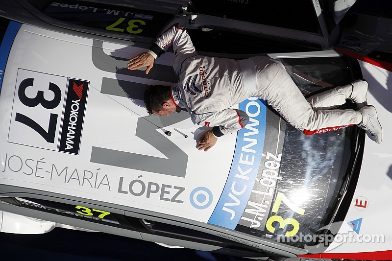 Lopez wins both races at home