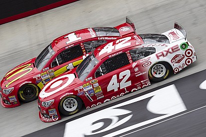 Six drivers post times below the track record in first Bristol practice