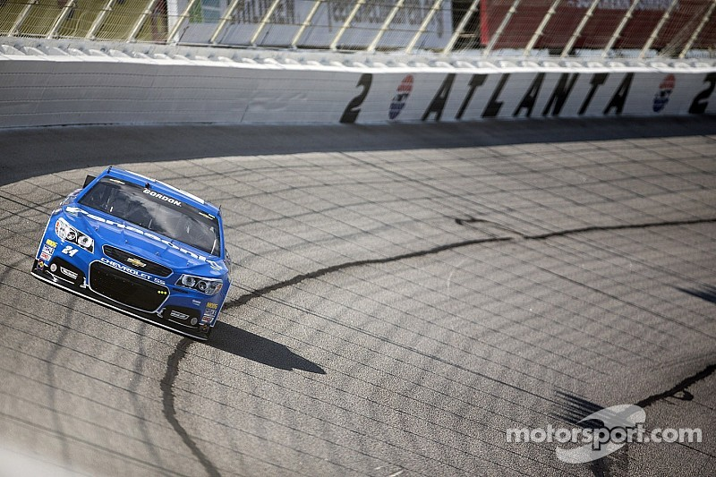 Sprint Cup points leader into wall early at Atlanta
