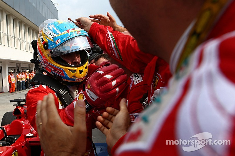 Alonso denies talking with McLaren's Ron Dennis