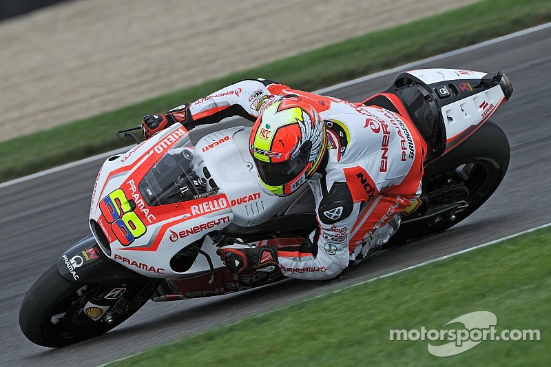 Andrea Iannone in Aragon to compare the two versions of the GP14