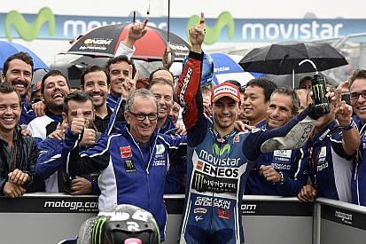 Lorenzo masters rainy Aragón to take first MotoGP victory of 2014