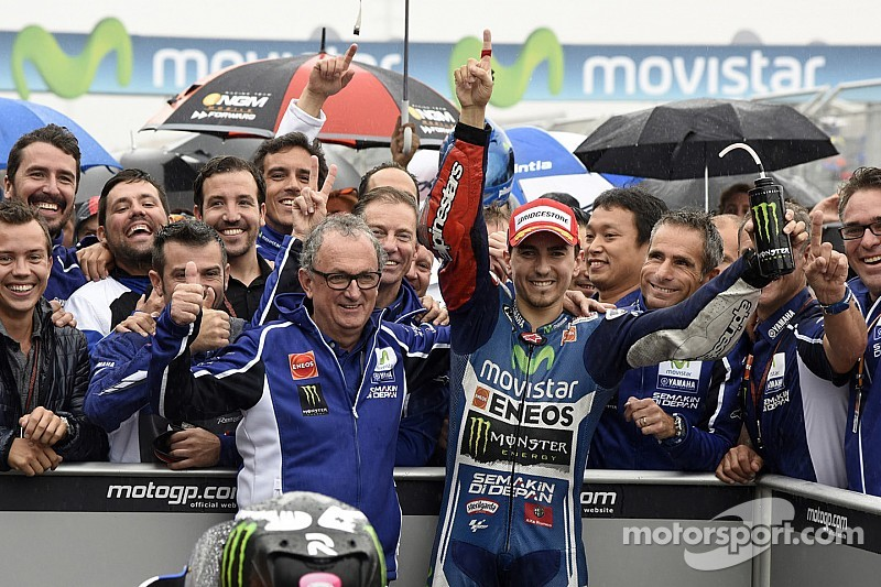 Lorenzo masters rainy Aragón to take first MotoGP victory of 2014