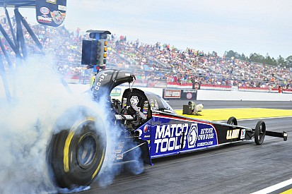 Antron Brown accelerates towards 2014 Top Fuel championship