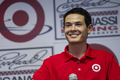 Kyle Larson keeps closing in