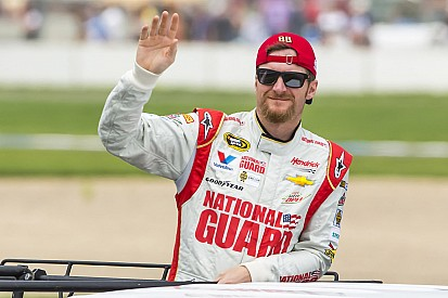 Earnhardt calls his shot at Charlotte