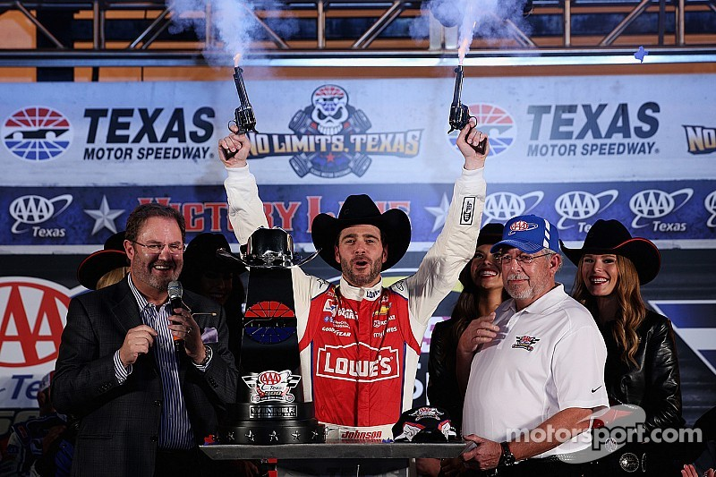 Johnson wins at Texas as massive brawl ensues in pits