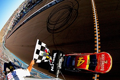 Harvick wins as Newman knocks Gordon out of the Chase