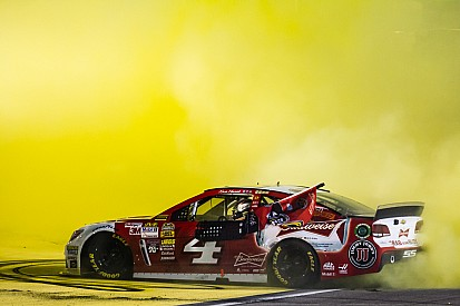 Kevin Harvick wins race, 2014 title