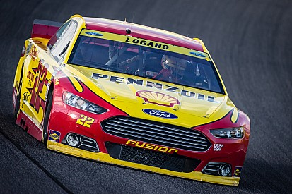Pit road error costs Logano shot at championship