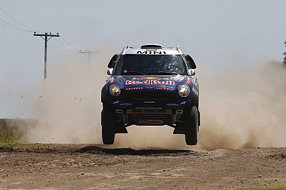Nasser Al-Attiyah is the fastest again and open up a lead of more than 8 minutes