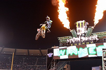 Roczen remains undefeated at Anaheim