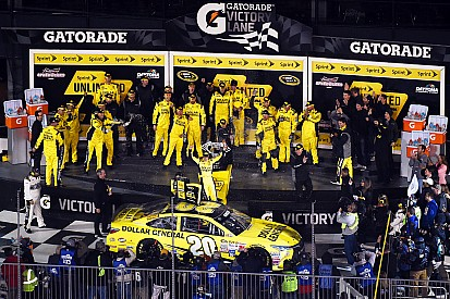 Kenseth edges Truex for the win in spirited Sprint Unlimited
