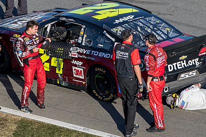 Jeff Gordon crashes as the checkered flag flies in his final Daytona 500 - video