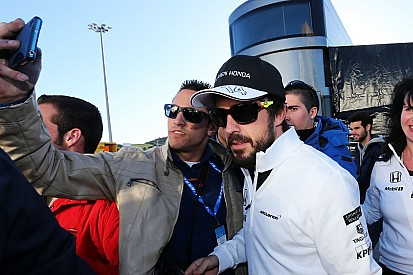 Alonso finalmente sale del hospital