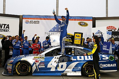 Johnson collects first win of 2015 at Atlanta