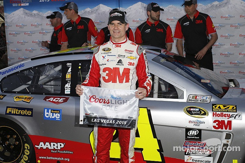 Gordon takes Vegas pole, Logano to start alongside