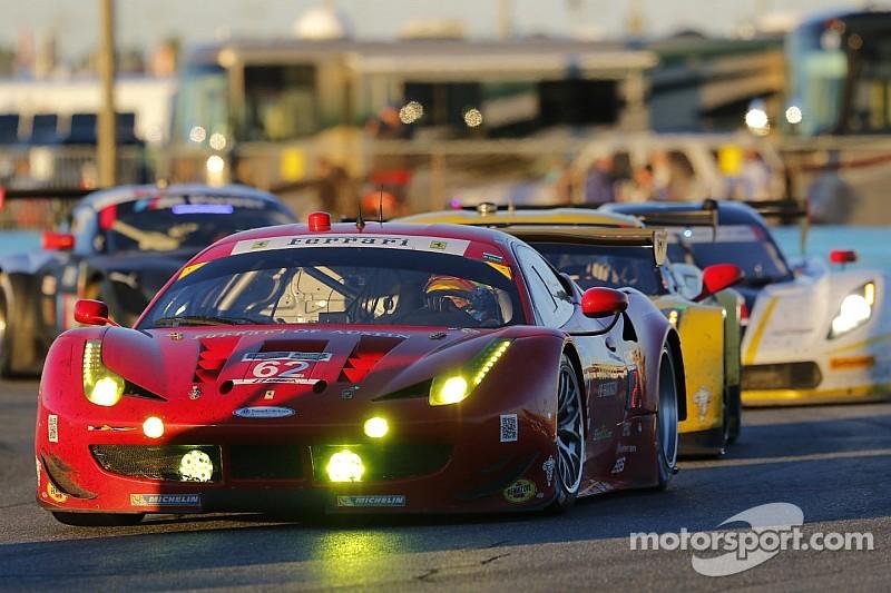Ferrari arranca con victoria en el PWC