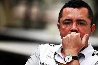 Boullier reconoce zonas grises en el accidente de Alonso