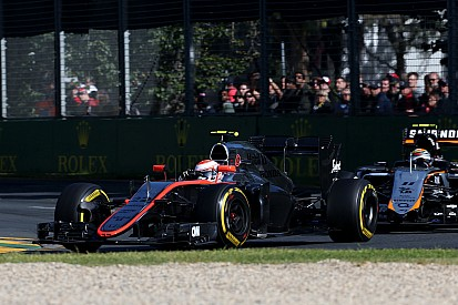 McLaren-Honda's Button completes 56 laps and finish the race at Albert Park