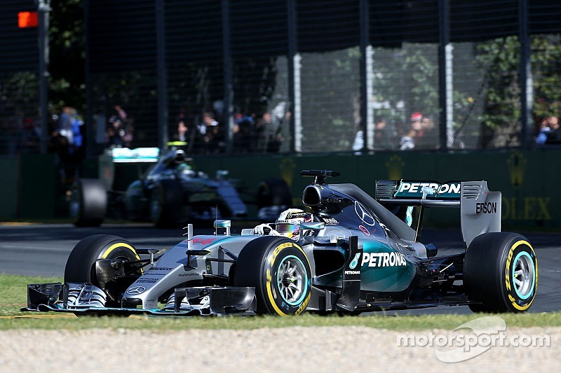 Lewis Hamilton wins race of attrition with a one-stop strategy