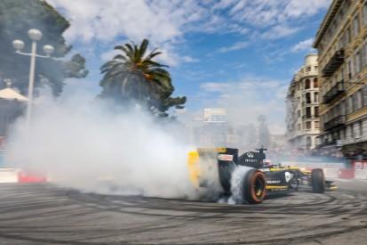 Daniel Ricciardo begeistert Fans auf Renault-Roadshow in Nizza