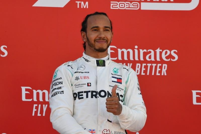 Hamilton beschenkt krebskranken Jungen mit Formel-1-Auto