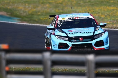 TCR Germany in Most: Halder fährt klare Bestzeit