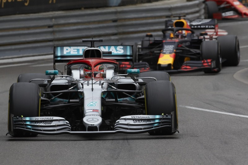 """""""Show und Taktik"""": Hat Hamilton bei Reifenproblemen überdramatisiert?"""