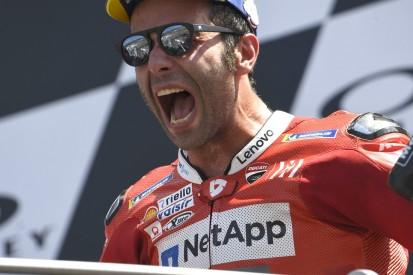 Atemnot in der Auslaufrunde: Danilo Petrucci jubelt über MotoGP-Debütsieg
