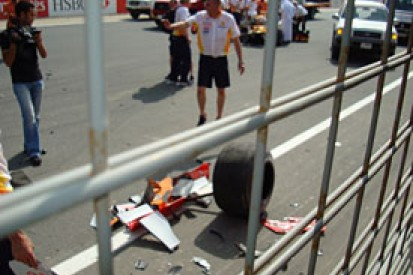 Grapevine: Renault Roadshow ends up in a crash