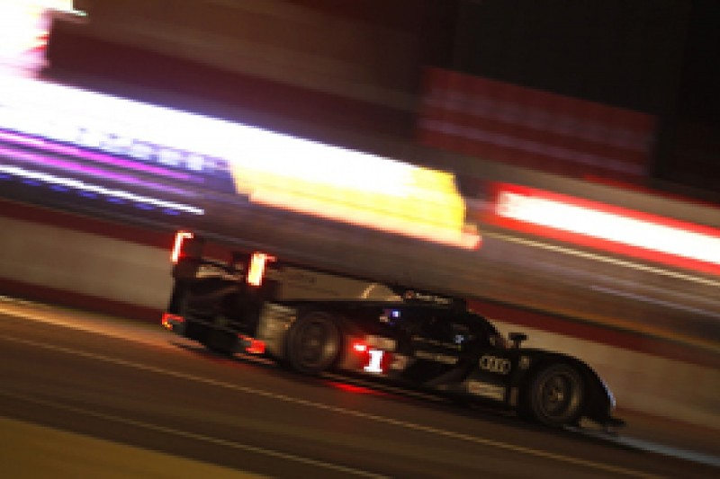 H8: Audi leads behind safety car