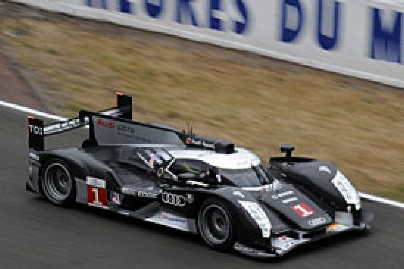 Rockenfeller puts Audi top in practice