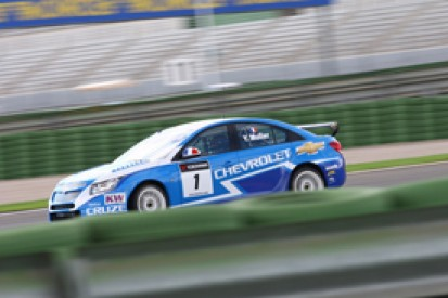 Yvan Muller scorches to World Touring Car pole position at Valencia