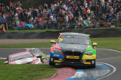 Knockhill BTCC: Colin Turkington dominates race one